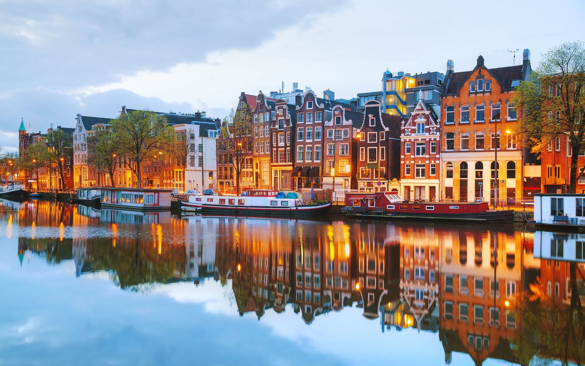 Reasons to Travel to Netherlands – Attractions and Events
